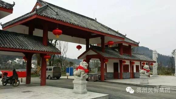 """站在从都匀市区往杨柳街方向的公路上,左边就是都匀市的新景观""""三江"""